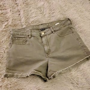 Army green American Eagle hi rise shorts size 14